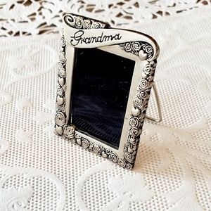 BROOCH AND PICTURE FRAME IN ONE-GRANDMA-SILVER